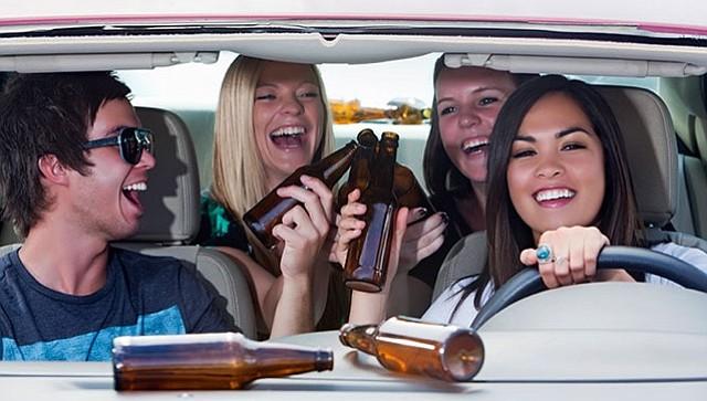 No subas a un coche si tu amigo está alcoholizado