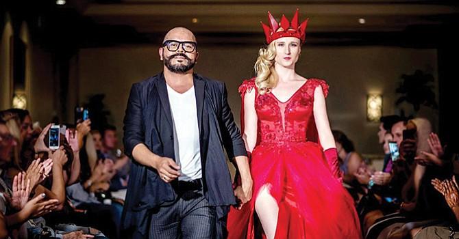 Piezas de arte cobran vida en la pasarela de Orange County Fashion Week
