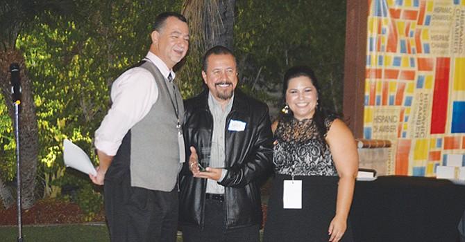 """Emprendedor del Año, reconocen a Andy González por su aportación con """"La Onda Arte Latino"""""""