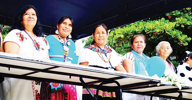 Reúnen en San Diego firmas para  aspirante indígena a presidencia de México