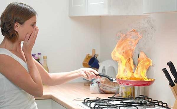 ATENTOS. Estar consciente de las causas más comunes por las que se producen incendios en el hogar te permitirá prevenir daños y pérdidas no solo materiales, sino también humanas.