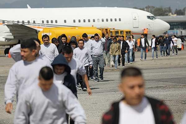 Salvadoreños son los  más deportados del país