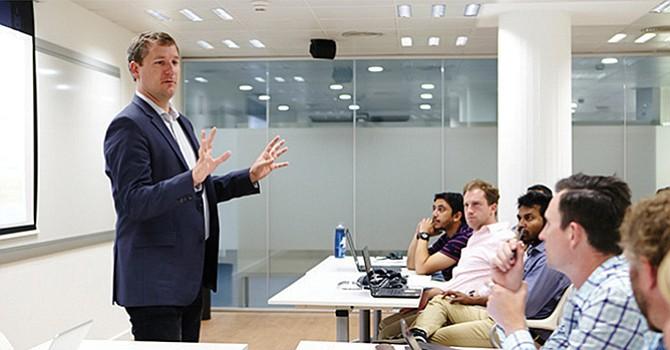 Enseñar habilidades para los negocios a estudiantes del nivel básico se propone programa educativo local