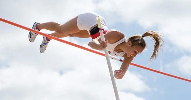 ¡Sobresalientes! dos atletas representando a SDSU que compitieron en prueba de atletismo