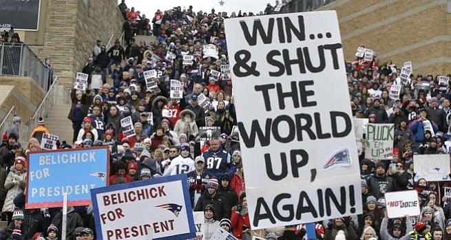 """CAMINO AL SUPERBOWL: Fanáticos despiden a sus """"héroes"""" los Patriots y aterrizan en un su flamante jet en Minneapolis"""