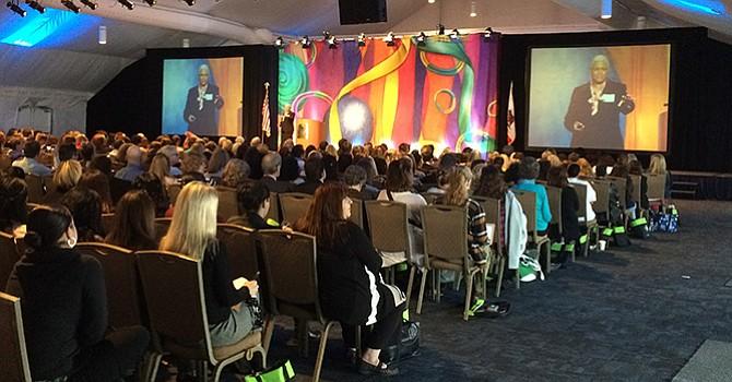 Maltrato intrafamiliar; conferencia en San Diego sobre prevención, tratamiento y castigo del abuso infantil y familiar