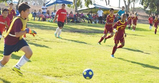 ¡Siguen los pasos! equipos de clubes como San Diego Real Madrid Elite y el Club de sóccer Aztecs
