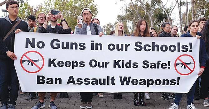 Aumentan advertencias en escuelas del condado de SD, tras la reciente tragedia ocurrida en Florida