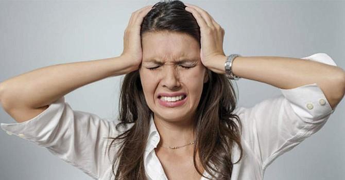 Migraña; investigadores indican que ciertos alimentos pueden provocar fuertes dolores de cabeza