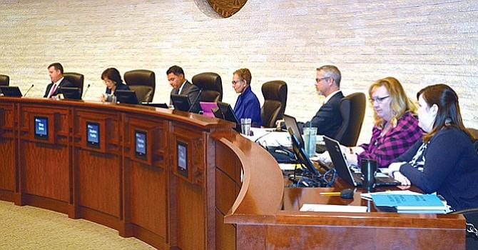 Indecisos, funcionarios del Condado de SD respecto a las ciudades santuario