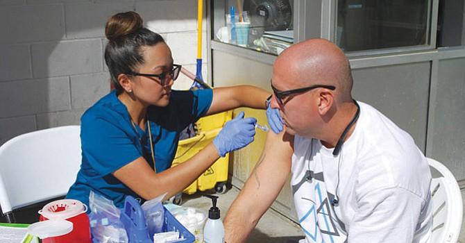 Segunda dosis, autoridades del condado piden no bajar la guardia ante el brote de la hepatitis A