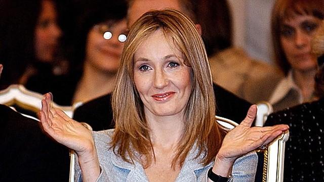 AYUDA. Rowling manifestó estar encantada de ayudar a los docentes con esta medida, en lugar de que los estudiantes compren los audiolibros oficiales para escuchar la serie completa.