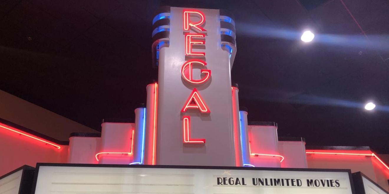 Regal Cinemas abrió a fines del verano, pero no pudo mantener las operaciones.