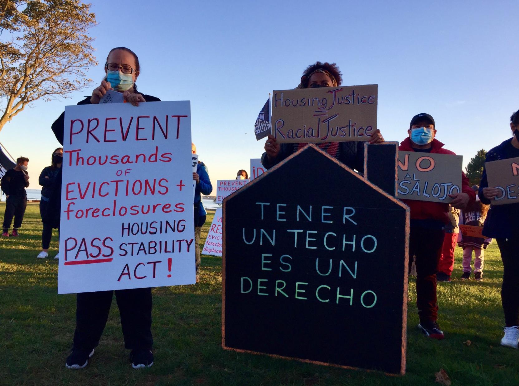 LOCAL. Manifestantes consideran que el nuevo plan de Baker no es suficiente como para proteger tanto a los inquilinos como a propietarios de viviendas.