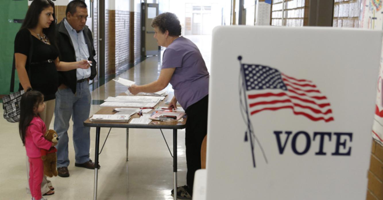 Uno de los factores que puede influir en la participación de los votantes es la incapacidad de las campañas políticas para llegar al electorado latino.