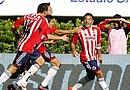 El delantero de Chivas Marco Favian (d) festeja su anotación ante Santos, durante el partido correspondiente a la jornada 8 del Torneo Clausura 2012, celebrado en el estadio Omnilife de la ciudad de Guadalajara (México)