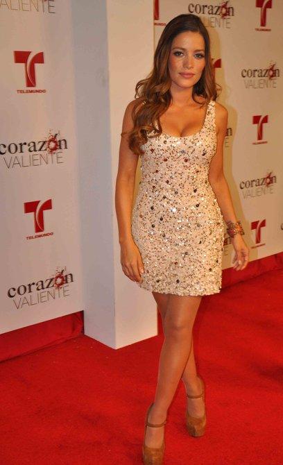 Adriana Fonseca asegura que este es el papel más importante de su vida. Aquí en su paso por la alfombra roja de la presentación de la telenovela en Miami