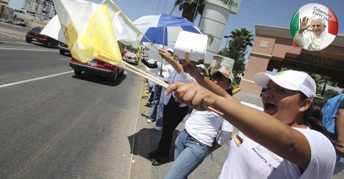 COBERTURA ESPECIAL: Una enorme valla humana recibe al Santo Padre