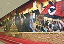Miembros de la comunidad hispana se movilizaron para impedir que el Mural Chicano fuera removido a otra área porque hubiera representado un daño para la obra