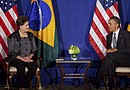 El presidente de los Estados Unidos, Barack Obama, conversa con la presidenta brasileña Dilma Rousseff