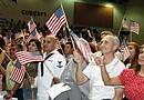 Organizaciones de derechos civiles alientan a inmigrantes a solicitar la ciudadanía para ejercer un voto activo