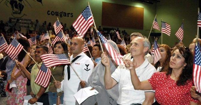 Alientan a inmigrantes a solicitar la ciudadanía para ejercer un voto activo