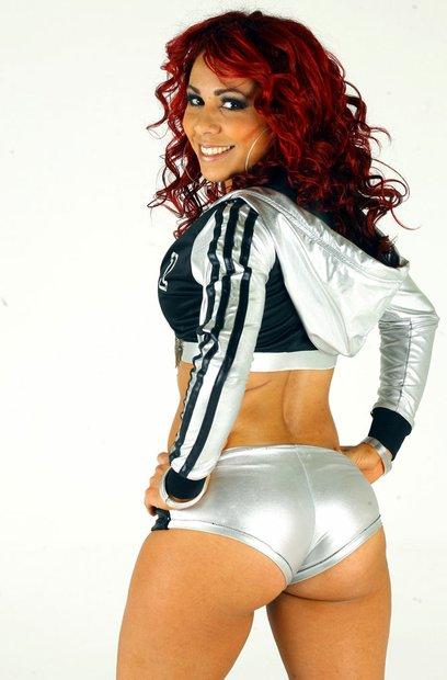 Las consecuencias por tener un cuerpo lleno de curvas que enloquecen a cualquiera, son las múltiples propuestas indecorosas a las que ha sido objeto Techi, vocalista de Sexy Cumbia.