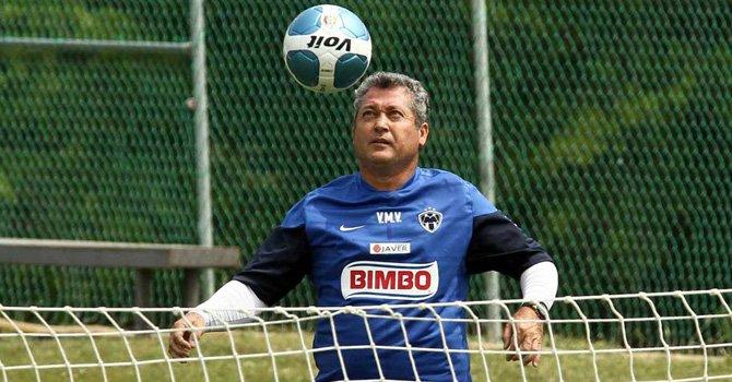 El entrenador del Monterrey dice que irá paso a paso en la Concacaf y la liga