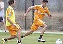 Oscar Recio (Derecha) es el único latino en el Dynamo. Hace unos días, la entidad cedió a préstamo a Josué Soto a un club de San Antonio.