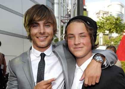 Zac y su hermano menor Dylan Efron