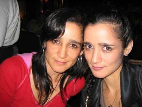 Julieta Venegas y su hermana gemela Yvonne