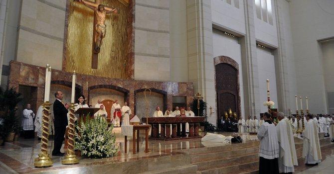 Nuevo obispo católico ordenado en Houston