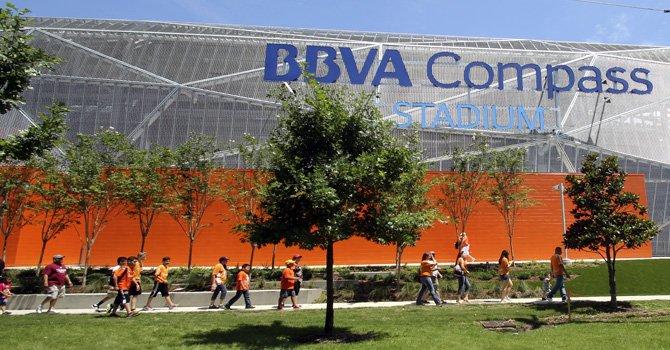 Dynamo: euforia en inauguración del estadio BBVA