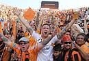 La larga espera de los Dynamo valió la pena; con un estadio abarrotado por 22,039 asistentes, y con los gritos, la alegría y la esperanza de sus hinchas, la Máquina Naranja por fin inauguró su propio estadio con un triunfo ante D.C. United