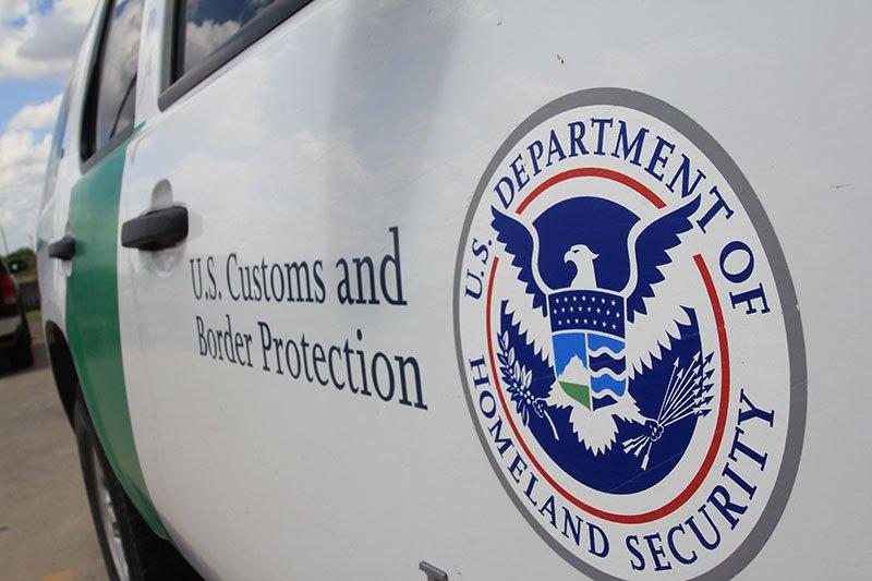 Una unidad de la Patrulla Fronteriza frente a la sede de la Oficina del Alguacil del Condado Brooks en la ciudad de Falfurrias (Texas).