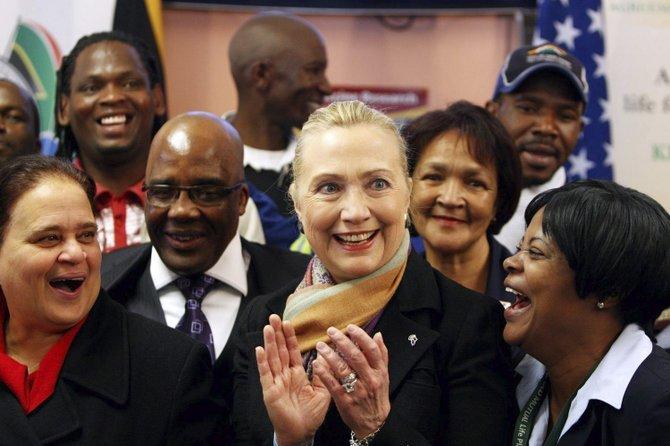 Clinton impulsa un nuevo plan para luchar contra el sida en Sudáfrica