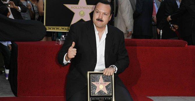 Pepe Aguilar devela su estrella en el Paseo de la Fama