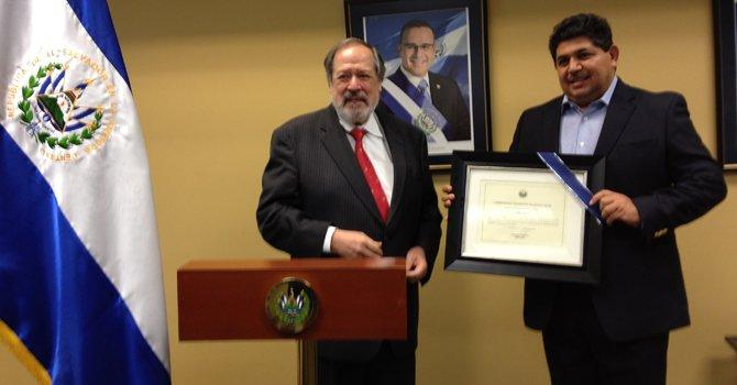 Salvadoreño es reconocido en DC
