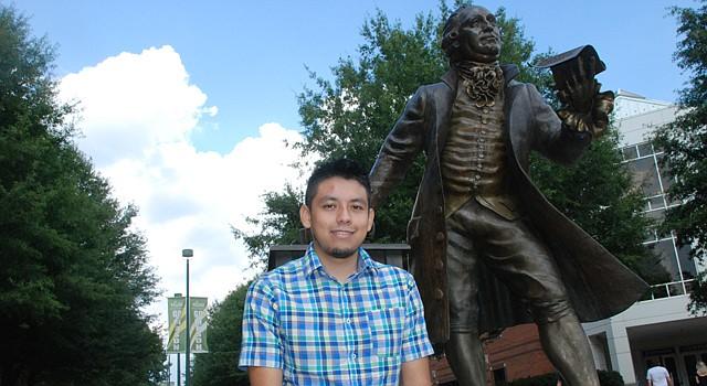 Alejandro Aguayo, de 22 años, en la Universidad George Mason, Virginia.