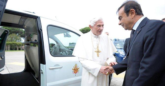 El Papa ya tiene automóvil eléctrico