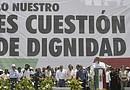 El líder izquierdista mexicano Andrés Manuel López Obrador (c) habla en un mitin en el Zócalo, la plaza central de Ciudad de México. EFE/Mario Guzmán