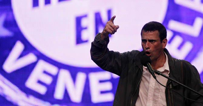 Capriles cuestiona socialismo de Chávez