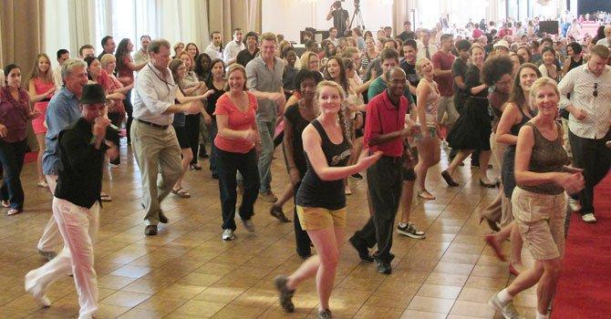 Todos bailan salsa en el Kennedy Center