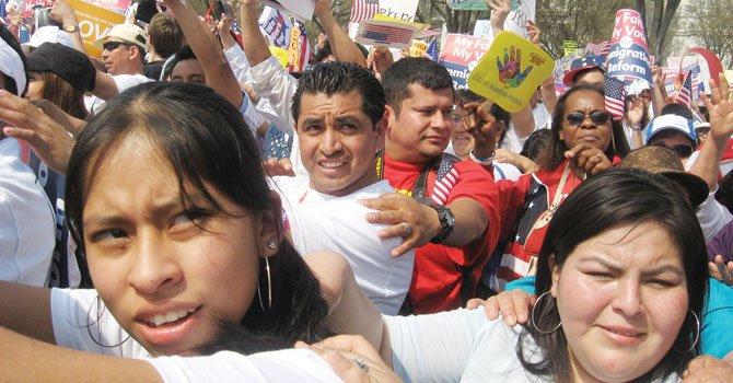 Encuesta: hispanos de EE.UU. se sienten optimistas