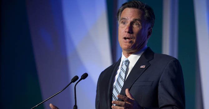 Romney busca voto hispano en foro de Univision