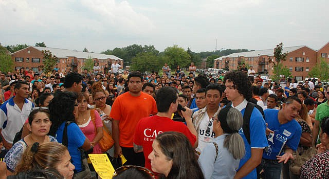 Cerca de mil jóvenes y sus familiares acudieron a la organización CASA de Maryland, el 15 de agosto, cuando inició el programa.