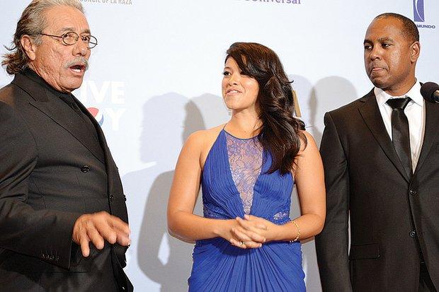 """CINE. De izq. a der., los actores Edward James Olmos, Gina Rodríguez y el productor      Michael D. Olmos, hablaron sobre la película """"Filly Brown""""."""