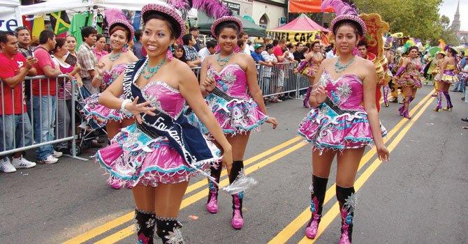 Festivales visten las calles de alegría