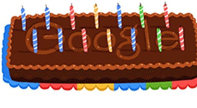 El buscador Google celebró su 14 aniversario con pastel y velitas.