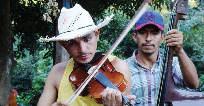EN EL SALVADOR. Mario Lovo, violinista y Fabián Valladares.